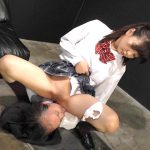 ドS女子校生が緊縛拘束されたM男の顔面にオシッコぶっかけ飲ませる強制飲尿動画