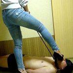 超ドSなお姉さんがヒールで首輪M男を踏みつけて靴裏舐めさせる足フェチ虐め動画
