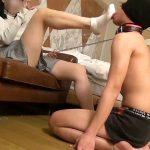 専門学生のドS素人娘が汚れた靴下に精子ぶっかけさせてM男に喰わせる屈辱動画